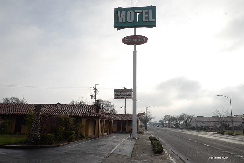 Un motel est vu à Merced.