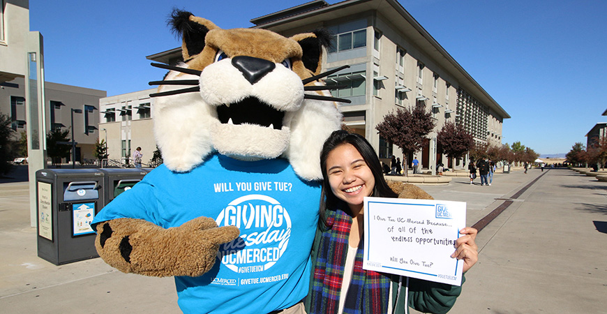 Rufus Bobcat and a UC Merced student